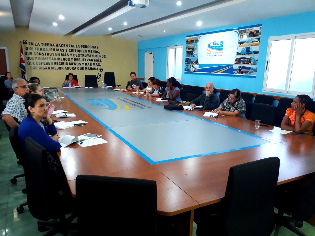 Participa @sitranscuba en la reunión de comunicadores del @cuba_gea correspondiente al mes de noviembre, donde se hizo énfasis en el trabajo que se está realizando en los sitios web y cuentas institucionales en #RedesSociales @MitransCuba #TransporteCuba #comunicacion