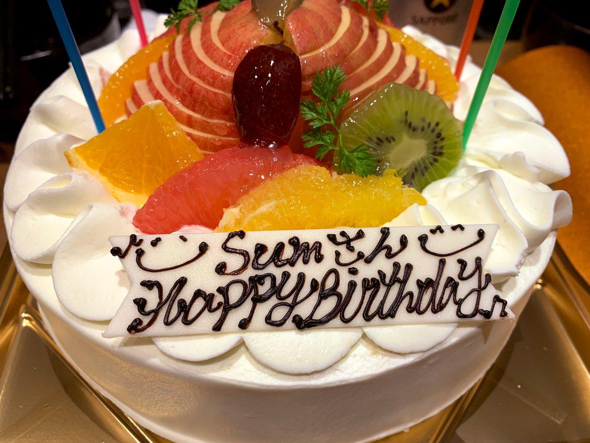 センラさんワンマンの集まりにて今日も僕のお誕生日を祝って頂きました(〃ω〃)センラさんがわざわざ福岡まで、浦島坂田船4人からのプレゼントを運んできてくれました!僕のために4人で選んでくれたみたいです!嬉しいです!大切にします!頑張ります!とてもハッピーな一日になりました!感謝!!