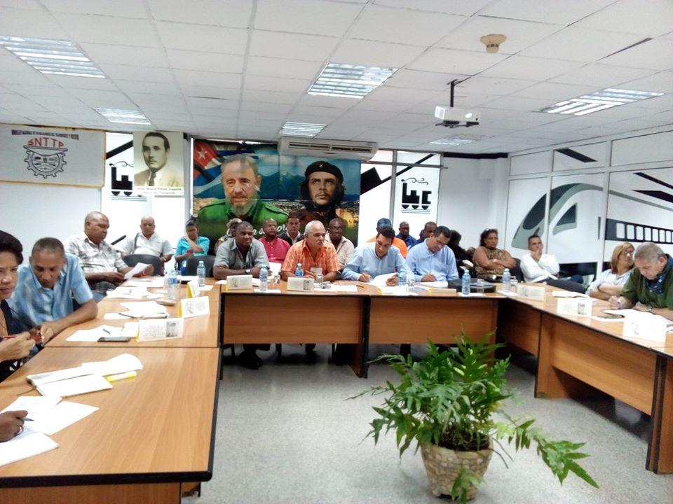 Presido por Fermín Umpierre, S/G del SNTTP y @EduardoR_Davila, se desarrolló el Pleno del Comité Nacional del SNTTP, a través de videoconferencia. La transportación de cargas y pasaje, la sustitución de importaciones y el plan de la economía 2020, fueron temas analizados.