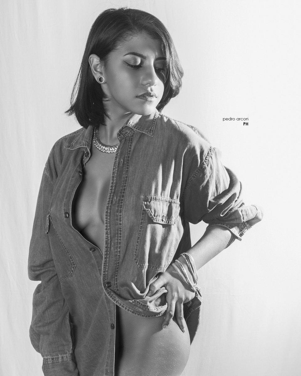 #Female  Model Book  Model: @alconbarbarav Photo: @pedro_arcon . . . .  #enfocatgrouphoto #photographer #madridphotographer #españaphotographer #portraitpge #seniorstyleguide #portraitmood #canon #2020 #motufashion #modelbook #female #womanmodel pic.twitter.com/9mhOKA4Z4G