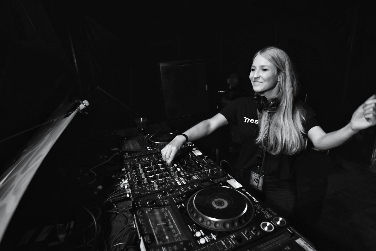 Weekend  What's your plan? ⠀ Tomorrow: ROOF 175 | Mainz !⠀   Techno ? ⠀⠀⠀ | booking@dusteddecks.de⠀⠀⠀ Save your Date for 2020⠀⠀⠀ ⠀⠀⠀ #onstage #timetoplay #timetorave #djbooth #clublife #djdiaries #djontour #techno #technodjane pic.twitter.com/5XA6ZCjRhn