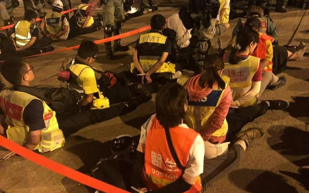 Hong Kong medics accuse police of blocking emergency care to protesters - Top Tweets Photo