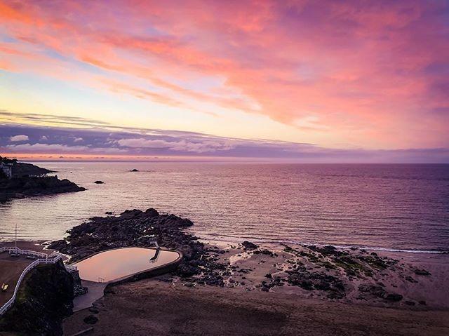 #DefiCoucherDeSoleil 🌅 #saintquayportrieux #piscine deau de mer #sensationbzh #Bretagne Dernière ligne droite pour participer au #Défi 💪Résultats lundi !😊 📷 @ben23k
