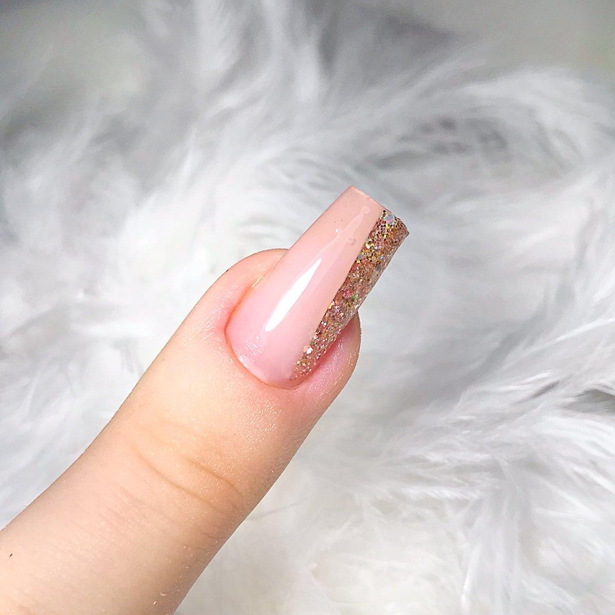 Namoral, sou mto boa meixmo nas unhas  . #fiberglass #fiber #fibradevidro #unhasemgel #nailspic.twitter.com/DpBIBU7JXl