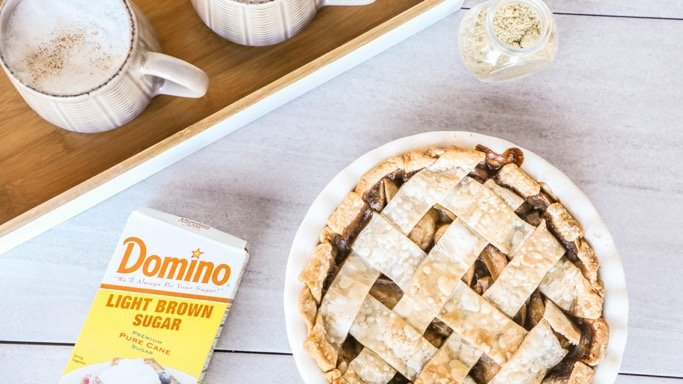 It's not a #Thanksgiving feast without a homemade pie! This allspice, nutmeg, and cinnamon 🍎 Pie, sweetened w/Light Brown @Dominosugar, adds the perfect hint of caramel sweetness to your pie & the ultimate dessert to your holiday spread. Recipe 👉: https://t.co/HtJqwE92wa https://t.co/8c2bMWja9G