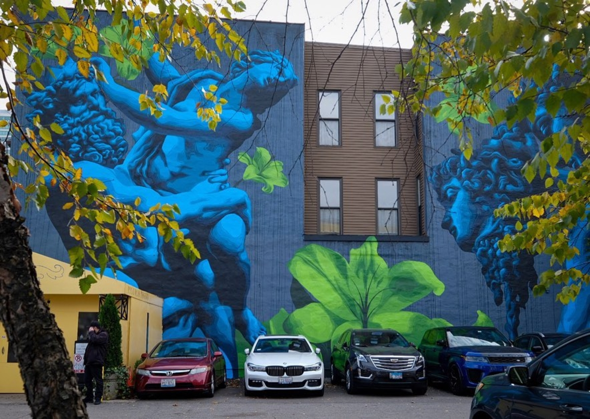 Making progress on our mural! Many thanks to Eric Skotnes for working so hard on our new eye candy. Photo:@tourthroughalens @blinechicago Artist: @zoueh_skotnes