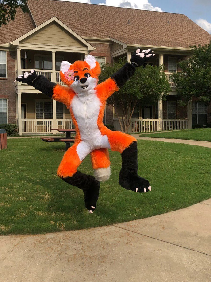 Yippe!! it's #FursuitFriday :3  What are you pumpkin pops doin for the weekend? >\\\< <br>http://pic.twitter.com/4wpHqgzRQ6