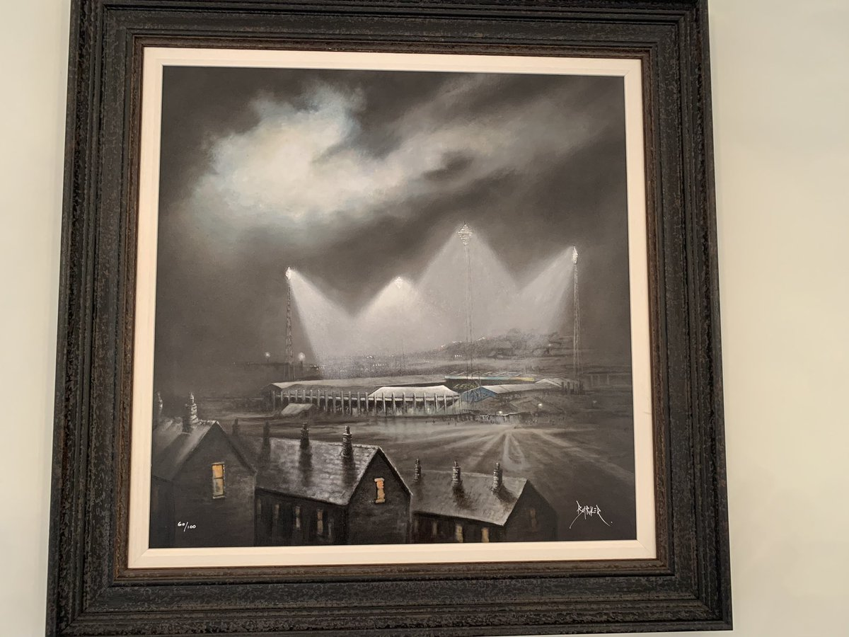 New addition to the Living Room wall! 💛💙£650 well  spent I reckon. #lufc #lufc100years  #bobbarkerart https://t.co/sa1RuQbVBb