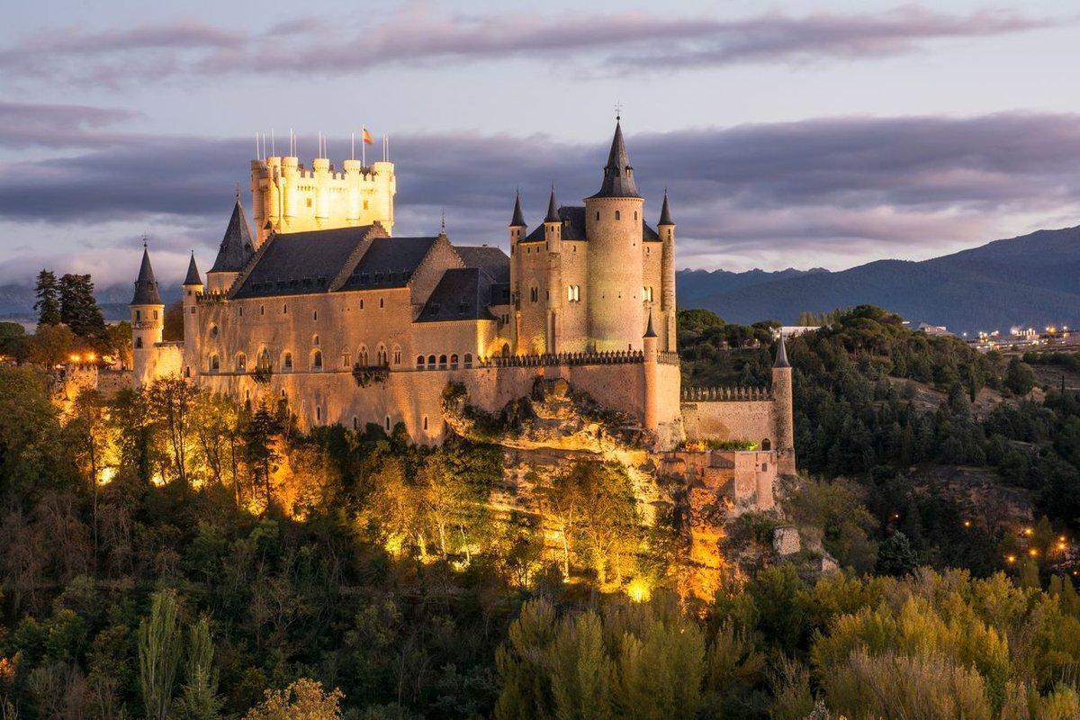 Algunos de los #castillos más bonitos de #España 😍...y que se pueden visitar:👉https://buff.ly/2PSghsu#SpainExperience #TravelTips #TravelIdeas #SpainRoutes #Castles #SpainCulturalHeritage #VisitSpain @AmigoCastillos @canalpatrimonio @SpainFilm