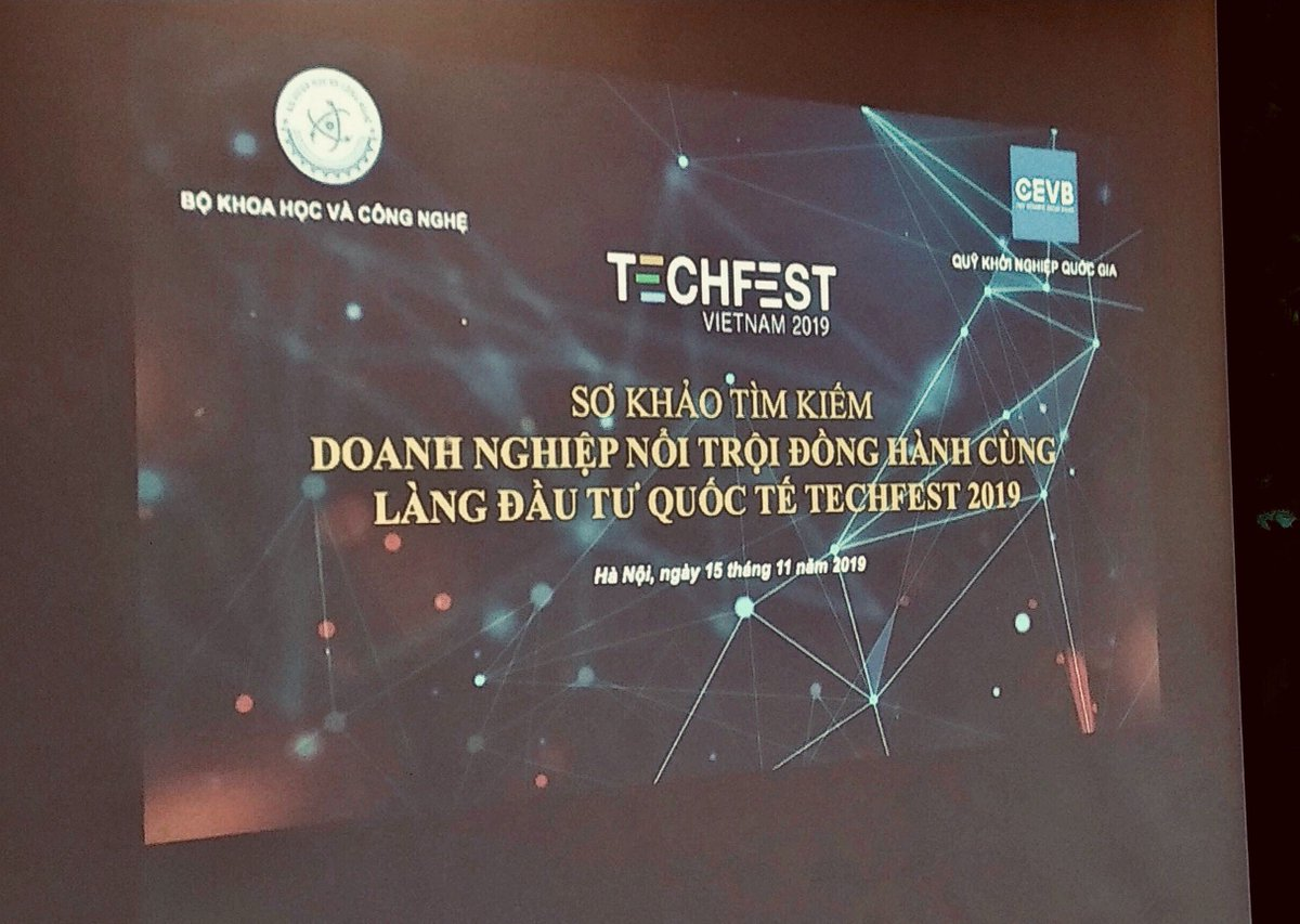 #TomoChain CFO @hothule as a judge for choosing  startup finalists to join International Investment Village in TechFest Vietnam 2019 - the biggest annual event hosted by Vietnam Ministry of Science and Technology. Techfest Vietnam 2019 will be held in Quang Ninh Dec.4-6 2019. <br>http://pic.twitter.com/qdJgzUIzAl