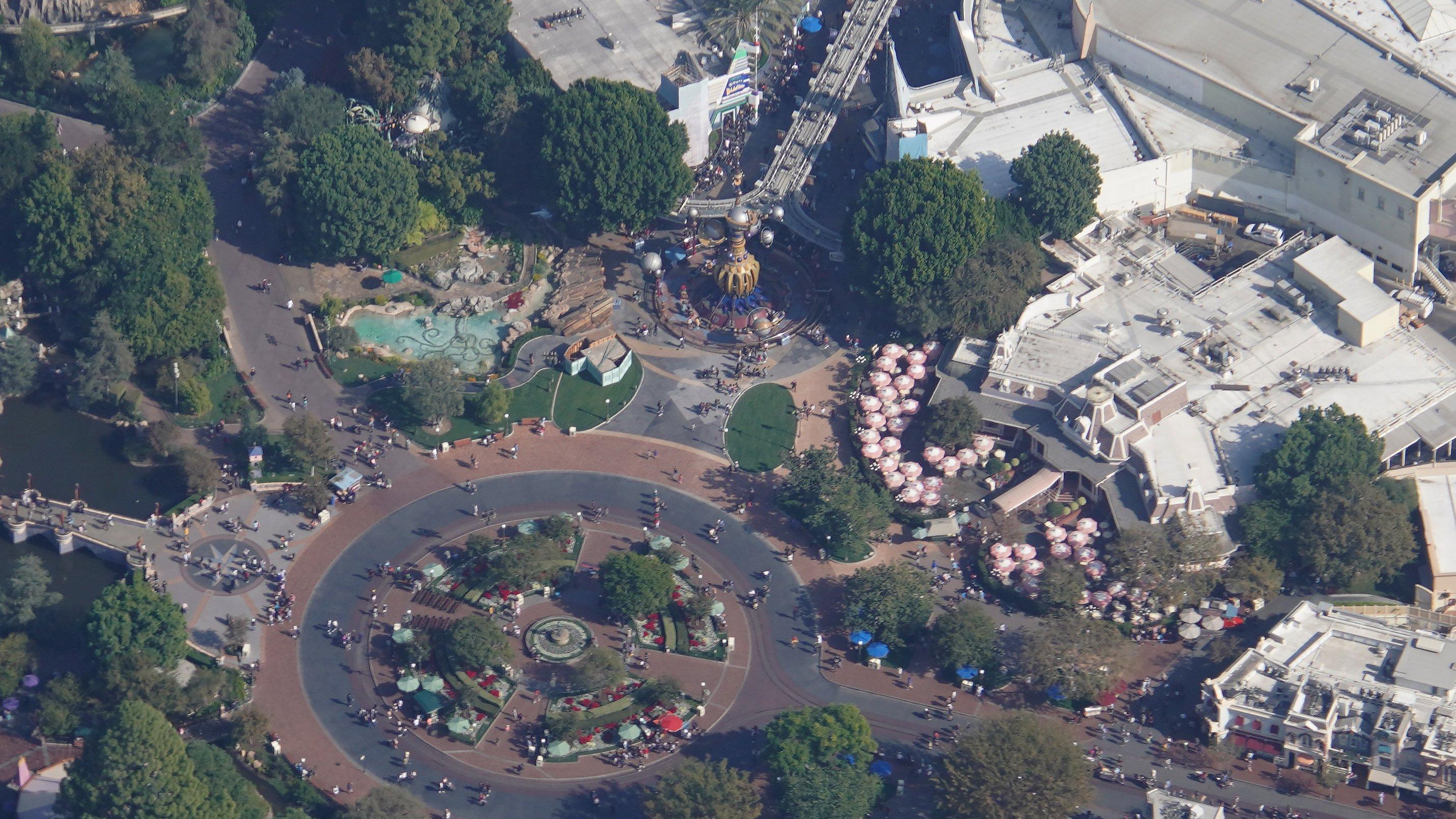 Disneyland Resort vu du ciel, des images sublimes! EJaOVwGU4AMfkgR?format=jpg&name=4096x4096
