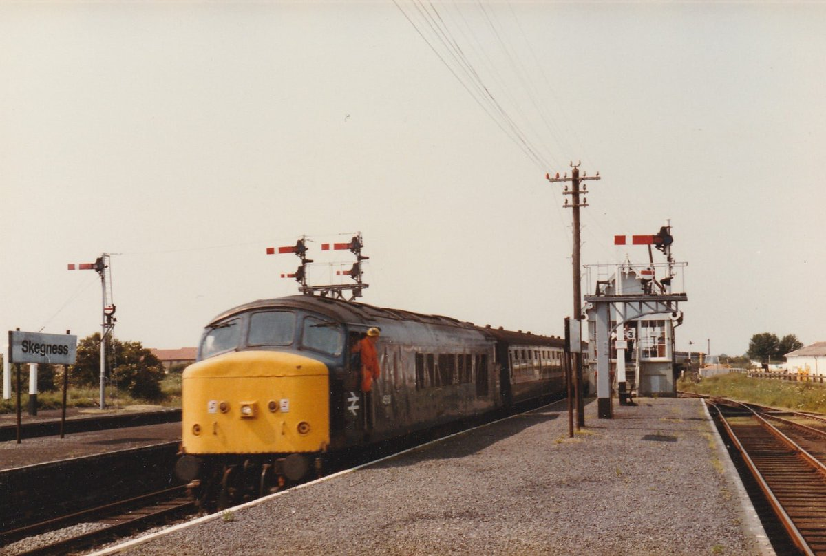 45150 Propels the empty stock out of Skegness after earlier working the (1E07 SO) 07.07 from Sheffield on 4/7/87. #PeakFriday  📷Graham Carlson/Peak Locomotives