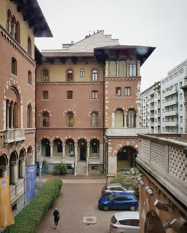 Happy to contribute with a speech about #curating at the course of #ContemporaryArtManagment at @unicatt in #Milan. Thanks to @ginevraaddis for inviting me! ❤ #ContemporaryArt #ContemporaryArtCurator https://t.co/cAFleK7zlJ