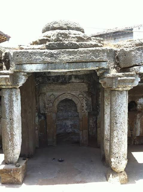 1st masjid of India Ghogha Bhavnagar gujarat.  Arab traders built that one.  This was the time when theQibla(direction to be faced while prayingsalah) of the Muslims wasBaitul Muqaddas(Jerusalem) instead ofMecca.  #MosquesOfIndia<br>http://pic.twitter.com/M34BJBVqqA