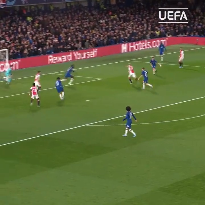 Donny van de Beek = BIG GAME PLAYER    Chelsea (away   Valencia (away)   Tottenham (away)   Juventus (away)    #UCL |  @AFCAjax