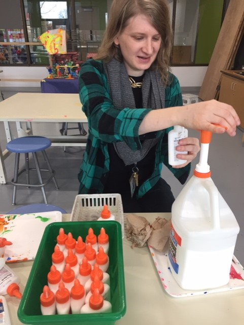 Ms. K demonstrating kindness by refilling my liquid glues! <a target='_blank' href='http://search.twitter.com/search?q=theBest'><a target='_blank' href='https://twitter.com/hashtag/theBest?src=hash'>#theBest</a></a> <a target='_blank' href='http://search.twitter.com/search?q=WorldKindnessDay'><a target='_blank' href='https://twitter.com/hashtag/WorldKindnessDay?src=hash'>#WorldKindnessDay</a></a> <a target='_blank' href='http://twitter.com/BeccaKArt'>@BeccaKArt</a>  <a target='_blank' href='http://twitter.com/APS_FleetES'>@APS_FleetES</a>  <a target='_blank' href='http://twitter.com/APSArts'>@APSArts</a> <a target='_blank' href='https://t.co/R4FhCSF3rb'>https://t.co/R4FhCSF3rb</a>