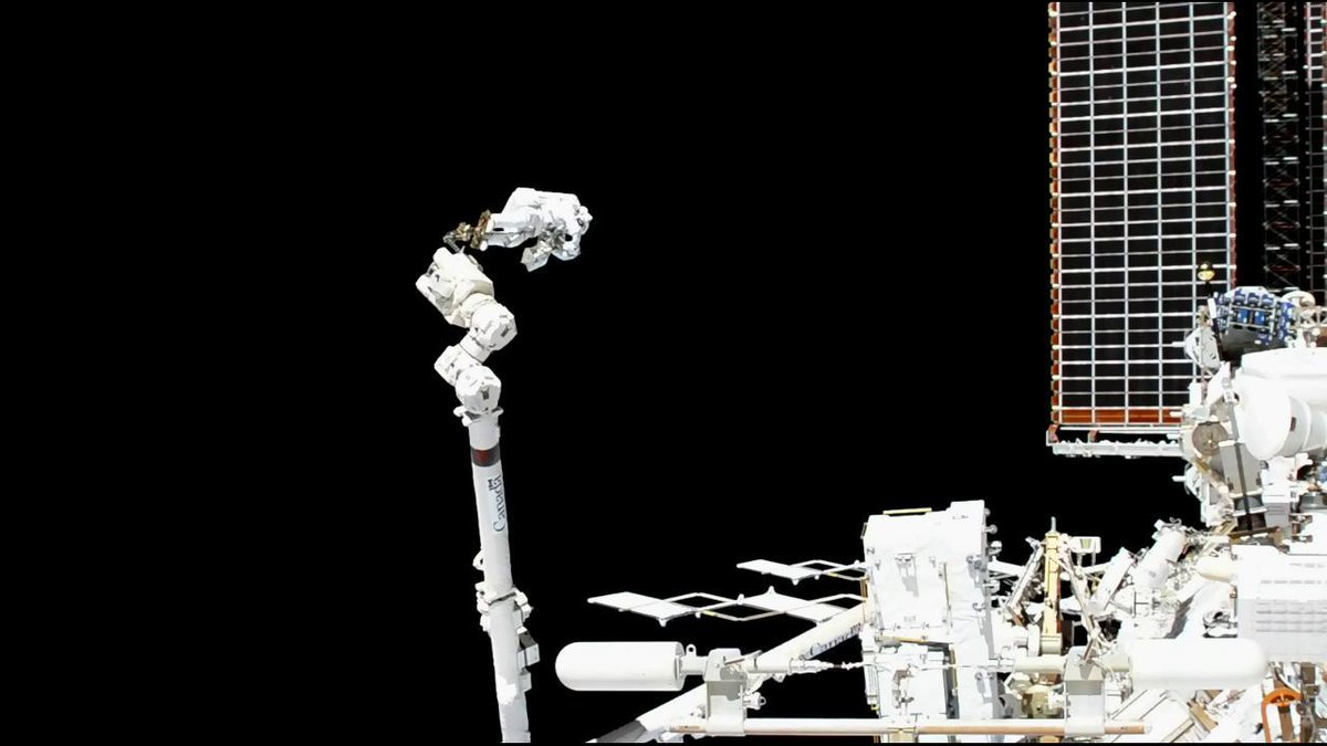 .@Astro_Luca of @ESA and @AstroDrewMorgan of @NASA concluded their spacewalk at 1:18pm EST. The two astronauts successfully positioned materials, removed a debris cover, and installed handrails in preparation for future spacewalks. Read more... go.nasa.gov/2OtsilZ