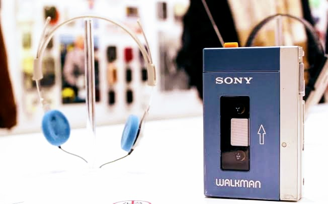 Walkman now runs without a tape. That's kinda disappointing for us though, for people of *that* generation @Sony #WALKMAN #IMustBeOldBecause #music #Sony #innfinityhttps://bit.ly/2Of9AhN