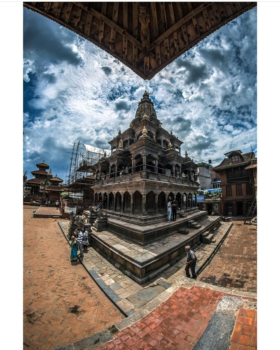 You are never lost when you can see the temple.  📷: Photokhichuwa  #krishnamandir #unesco #unescoWorldHeritage #thisIsNepal #nepal8thWonder #sulavyatra #VisitNepal2020