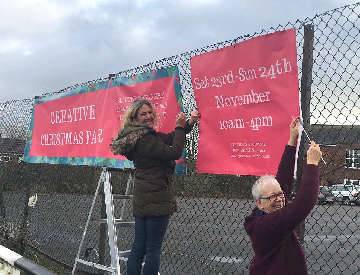 Temperatures are going down, banners for our Creative Christmas Fair bit.ly/32voGVw are going up! Have you spotted them yet along New Road? #whattodoinrye @1066Tweets #sussex #rcccreativechristmas #aryegoodtime