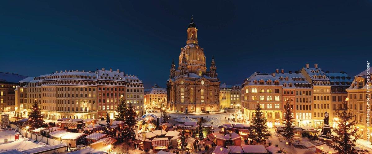 Dresde alberga nuestro mercado navideño más antiguo. Además hay que probar su famoso bollo de navidad, el 'Christstollen'. ✨ 🎄