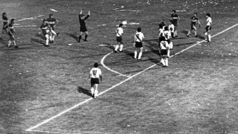 Y más de 40 años después, apareció el registro fílmico del histórico gol del Chapa Suñé a River.   De goles fantasma y registros imperdibles hablan @DiganmeRingo, @alejwall y @Andres_Burgo en #EraPorAbajo, en @Laoncediez.