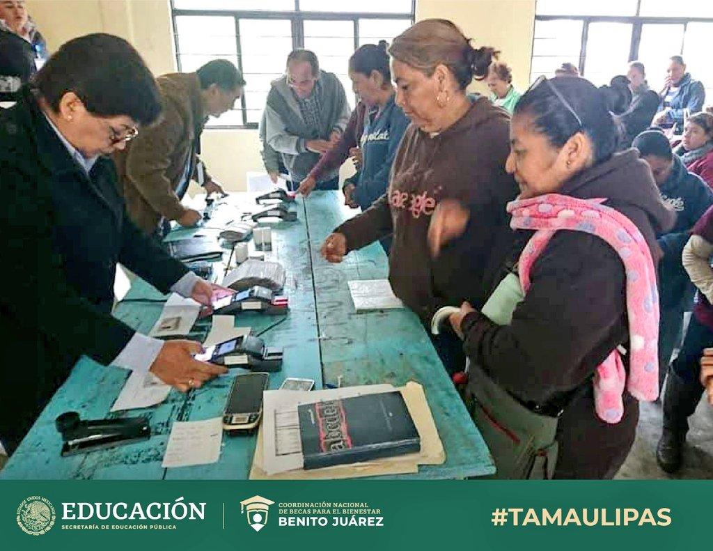 Seguimos trabajando para que las y los niños de #México sigan estudiando 🇲🇽  Entregamos becas de #EducaciónBásica 👧👦 a familias de distintos municipios de #Tamaulipas, como:  🔸Reynosa 🔹Aldama 🔸Llera  #EducarParaTransformar  #BecasBenitoJuárez 📚