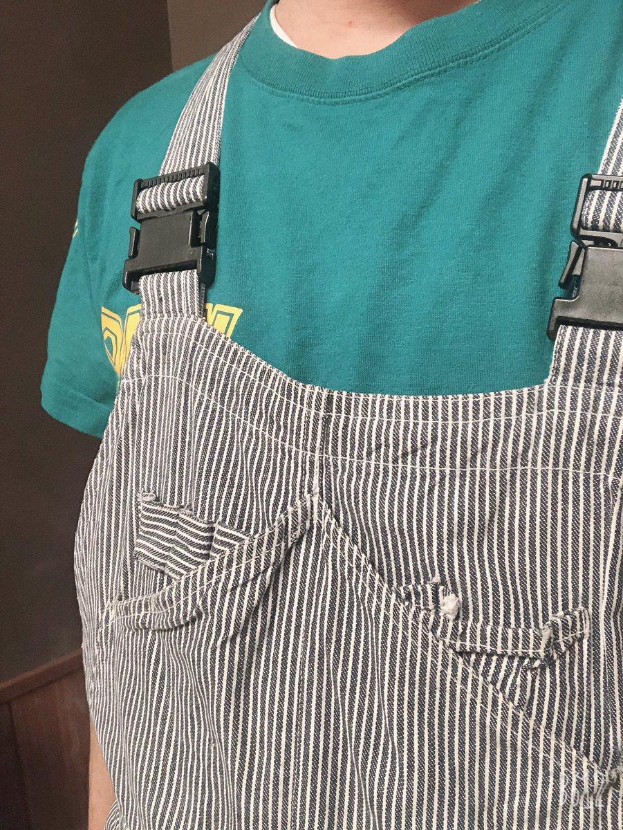 急遽はいって欲しいと言われた派遣バイトの今日のバイト着がこちら。はじめてのオーバーオールで恥ずかしすぎる。。。