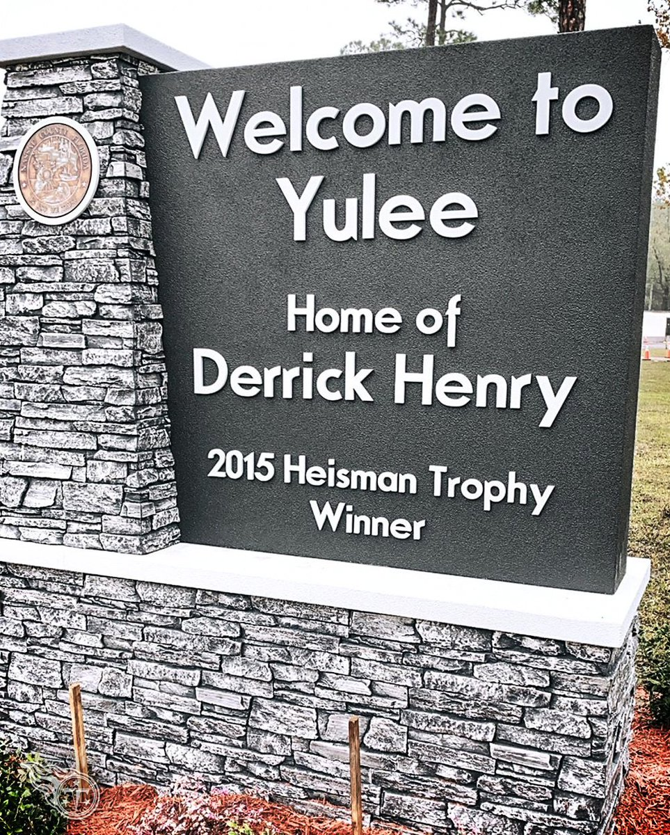 Theres a new sign in @KingHenry_2s hometown of Yulee, Florida.