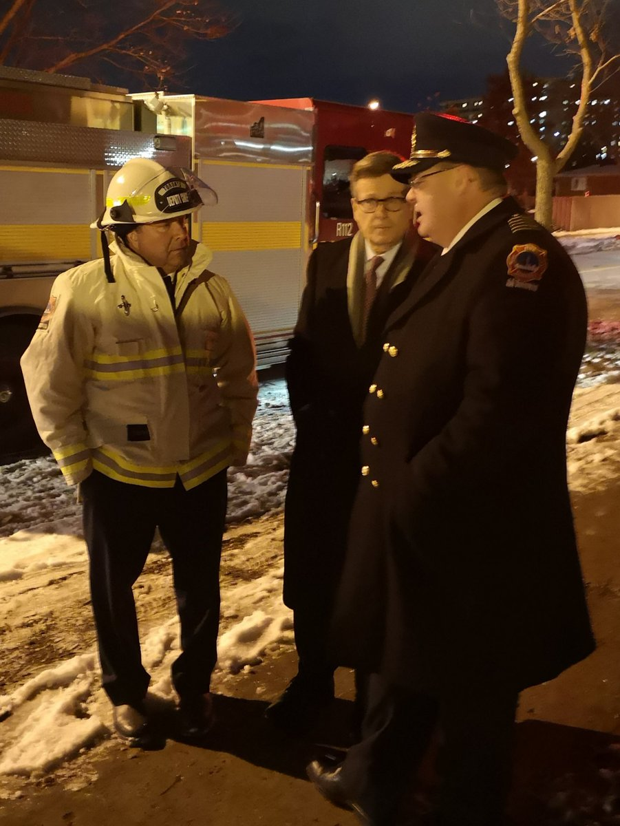 Had a chance to thank @Toronto_Fire firefighters at the 235 Gosford Blvd. fire tonight. Spoke to displaced residents who are being cared for by emergency personnel. Fortunately very few injuries from a very dangerous high rise fire.