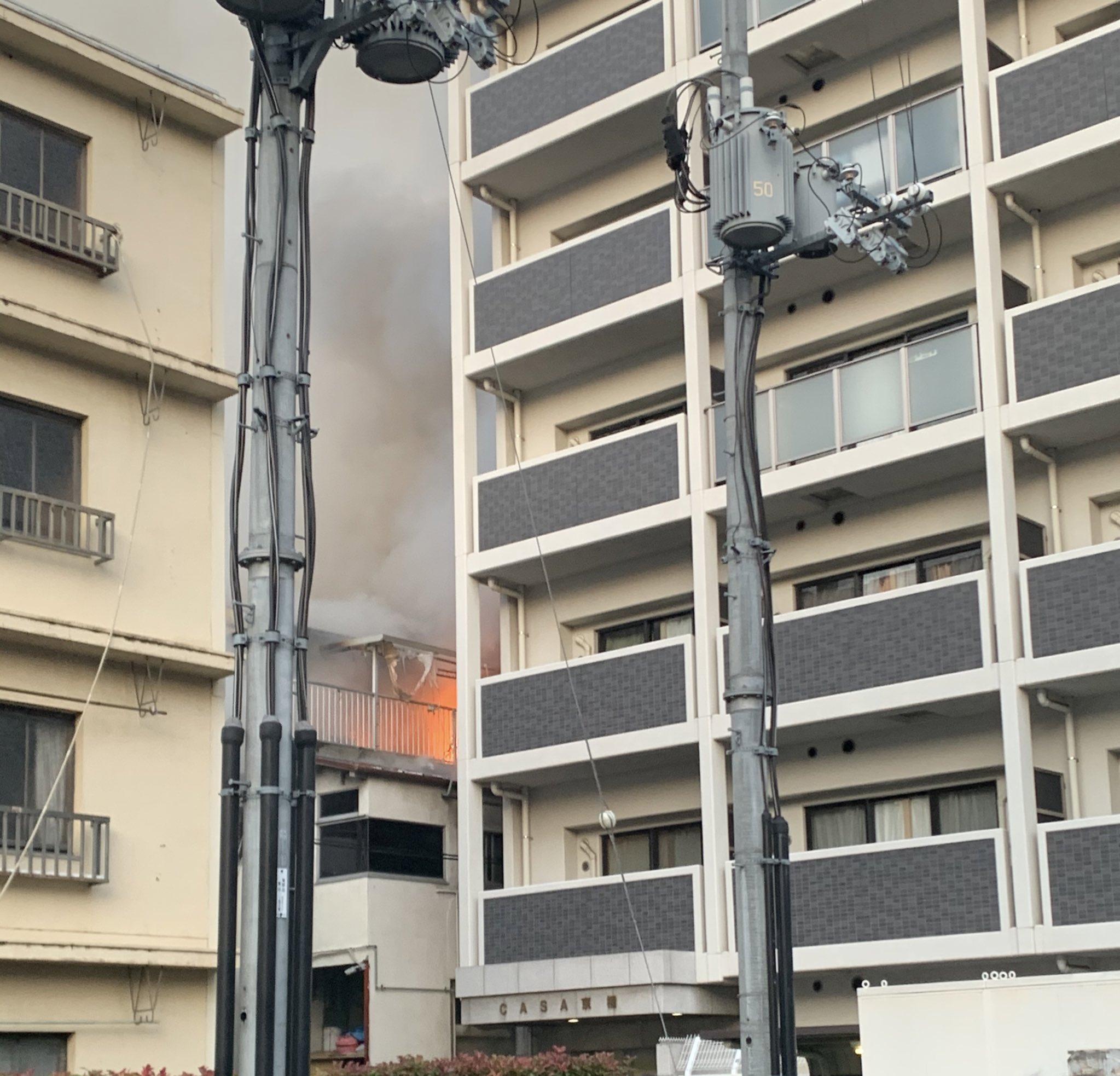 画像,京橋の商店街裏で火事や…商店街内は煙が充満してるから避ける方がいいかも https://t.co/qFeiqXswNJ。