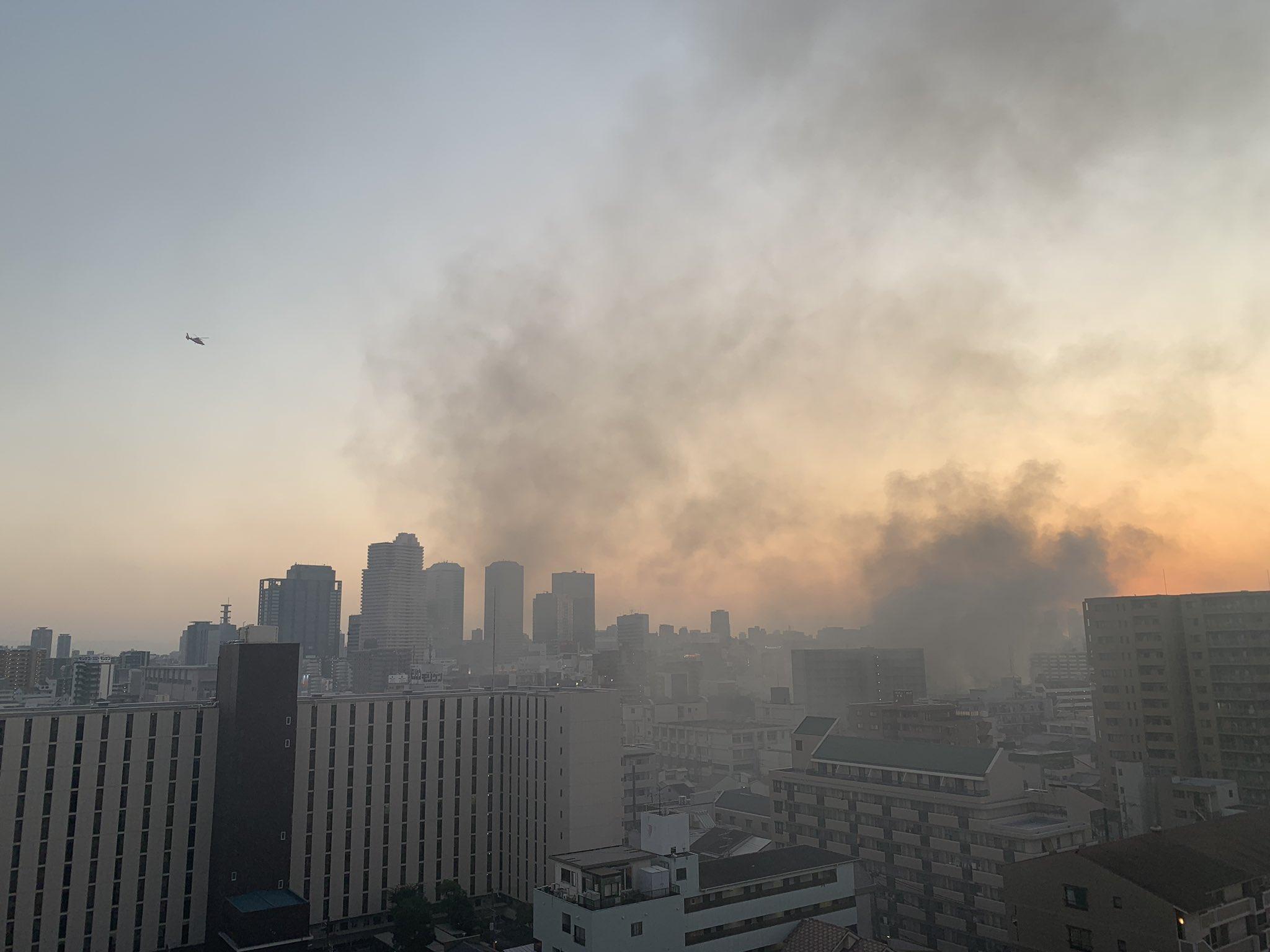 画像,うぁー京橋で超火事だ。慌てて洗濯物を片付けた。家の中まで煙の匂いが。大丈夫なのかな。何が起きてるんだ〜。 https://t.co/pDESEBZEuo…