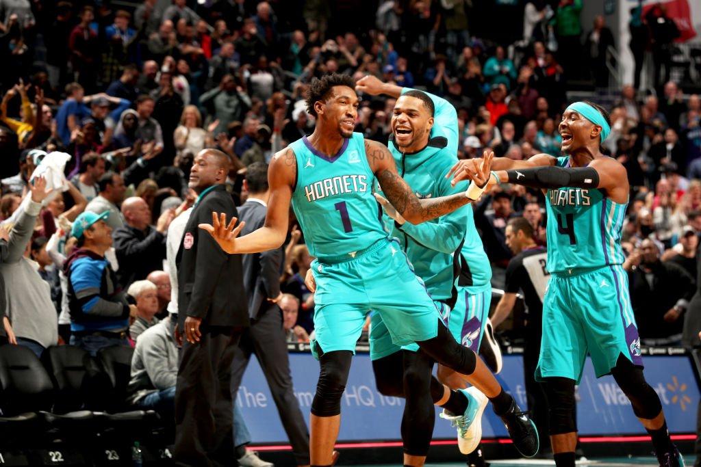 🚨 #TissotBuzzerBeater 🚨  Malik Monk donne la victoire aux @Hornets!    #ThisIsYourTime #AllFly