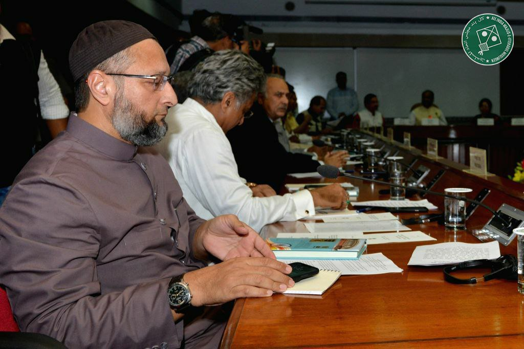 .@aimim_national President and Hyderabad MP @asadowaisi, today, attended the all-party meeting chaired by Lok Sabha Speaker Om Birla ahead of the beginning of the Winter Session of Parliament.