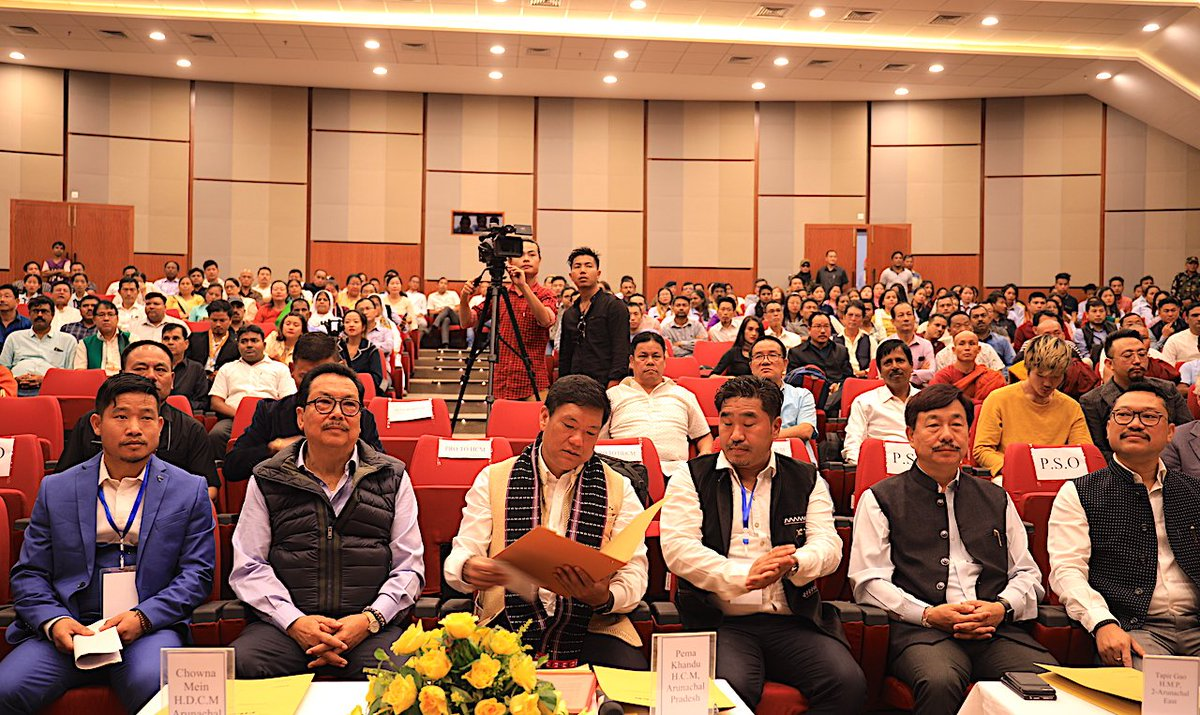 Attended #NationalPressDay organised by State's media fraternity at Namsai. Urged the media to help govt fight corruption. Also witnessed a debate on abrogation of Article 370 and its impact on #northeast. #pressday #PCI @apuwjarunachal @ArunachalDIPR