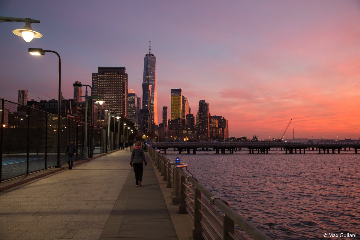 Replying to @maximusupinNYc: Friday night's sunset on the Hudson River #NYC