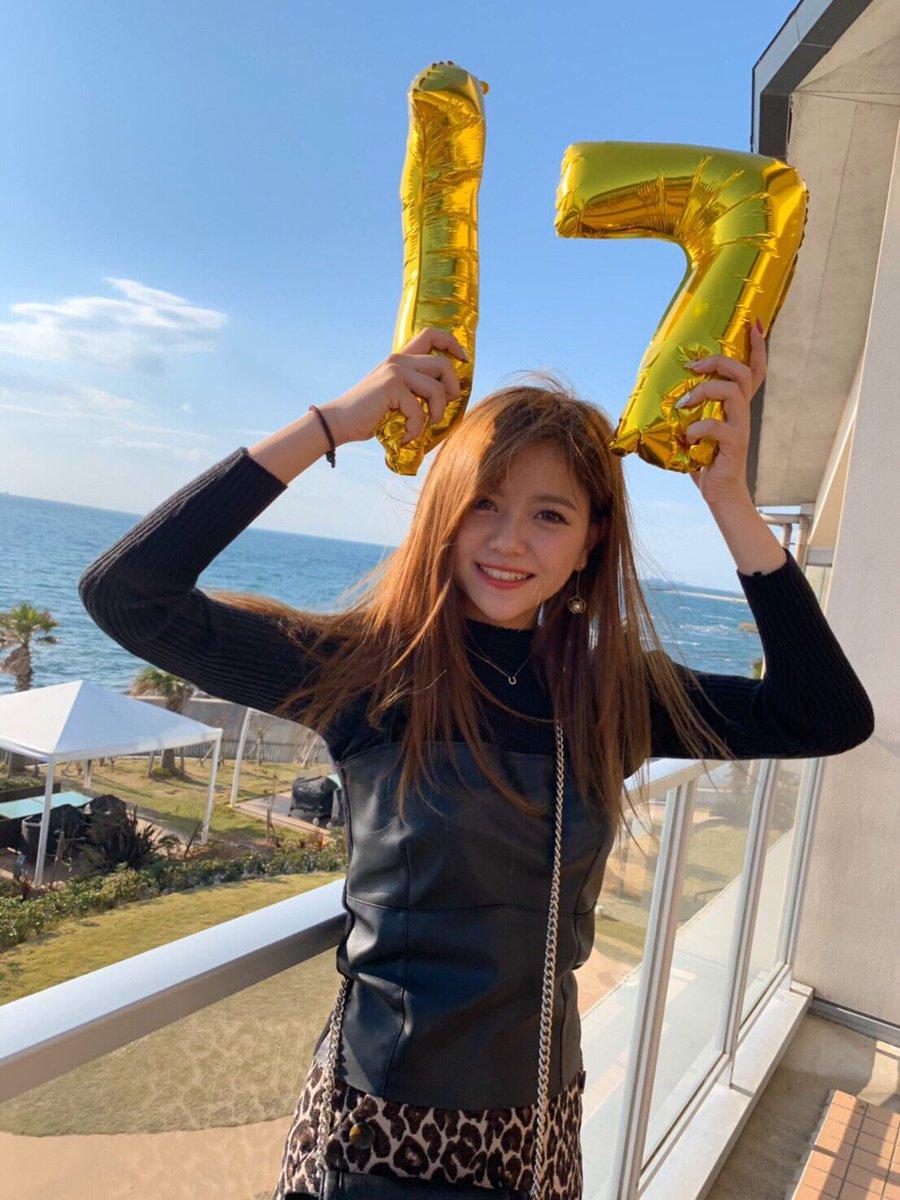 17歳になりました🦋沢山のお祝いのメッセージありがとう💜誕生日は 大好きな家族にお祝いしてもらって、幸せな1日になりました☺️17歳は目標の自分に少しでも近づけるように夢に向かって頑張ります!!#感謝