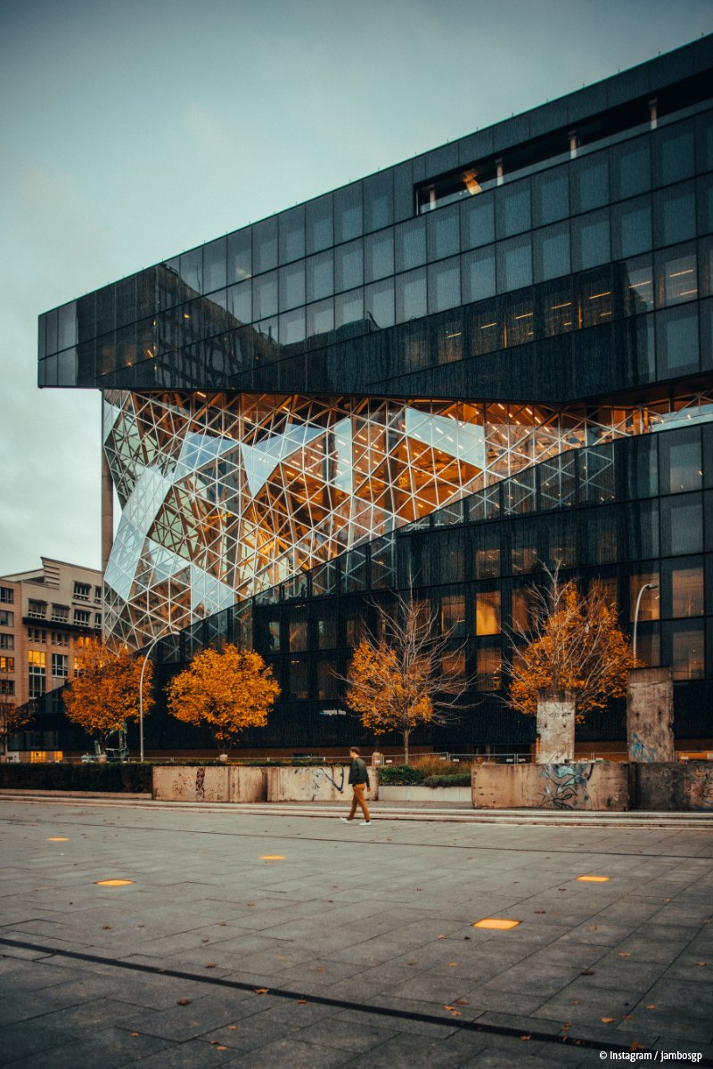 RT @visitberlin: Architektur + #Herbst +Spaziergang = 🧡 #hochdiehändewochenende #wochenende  📷 Instagram / jambosgp https://t.co/zA8UC8XrnV
