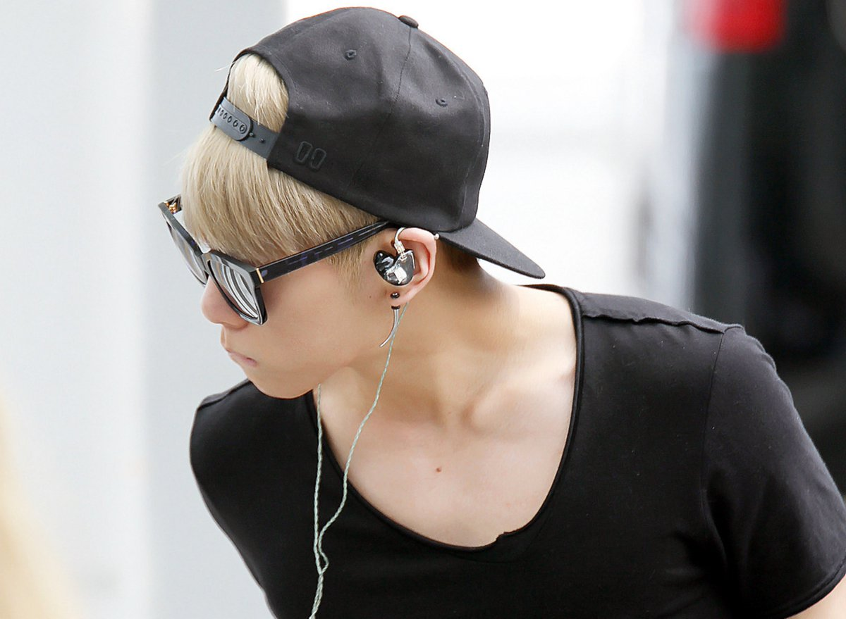"""Jonghyun: """"I like a puppy so much. I can't resist myself when I see a playful puppy and end up playing with it. I often hear people say I have a puppy face."""" (Elle Girl Japan, June 2011) cr: jujugal @ wordpress <br>http://pic.twitter.com/8fyI0jhf6m"""