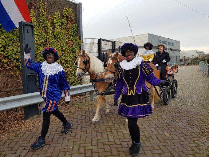 Westland Sinterklaas intochten in vele dorpen. Zoals hier in Monster.  #zwartepieten lopen zich warm. https://t.co/hz1TqLsqns