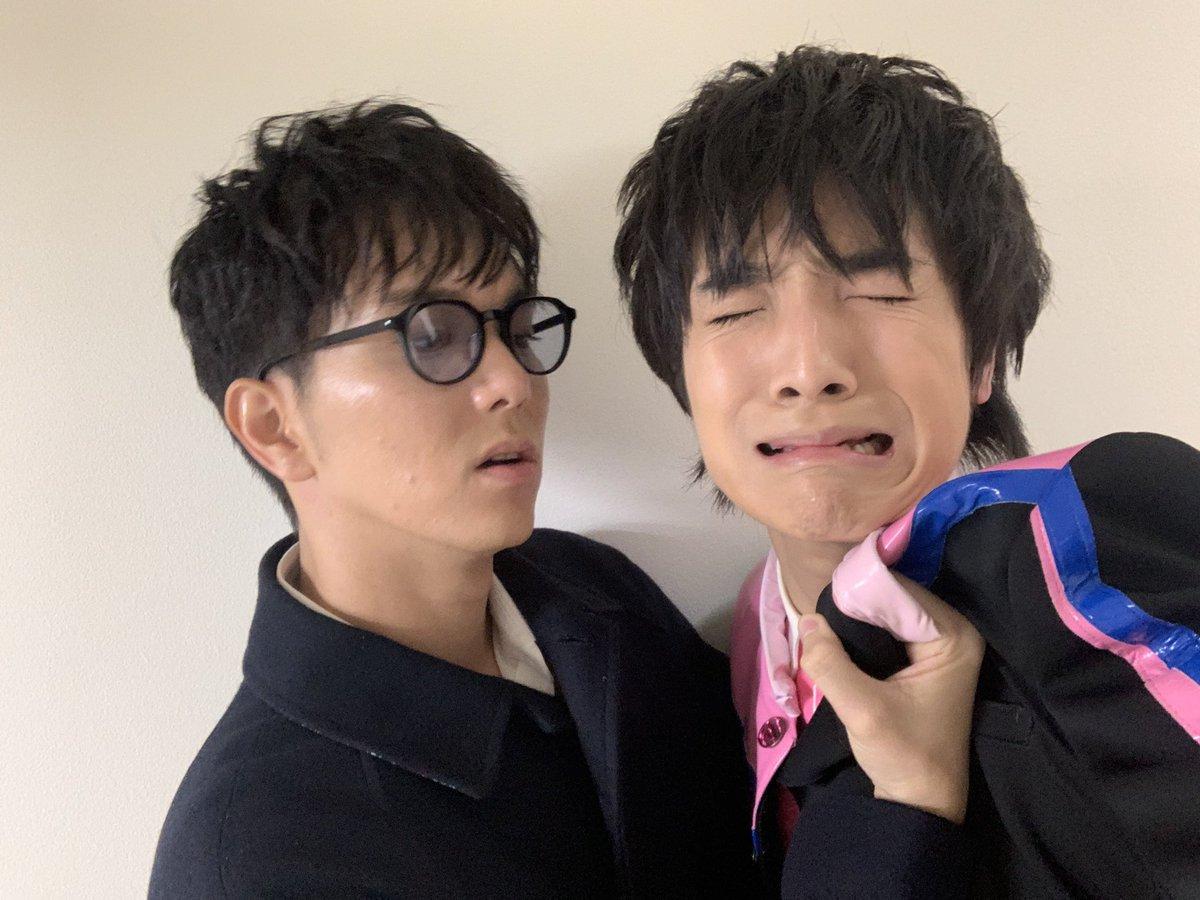 このあと24:05〜NHK「シブヤノオト」生出演!今からリハーサル!!というタイミングでいつもの人に絡まれました。なんだか今日は肌が艶っぽいです。#シブヤノオト#ボイメン#絡まれたシリーズ