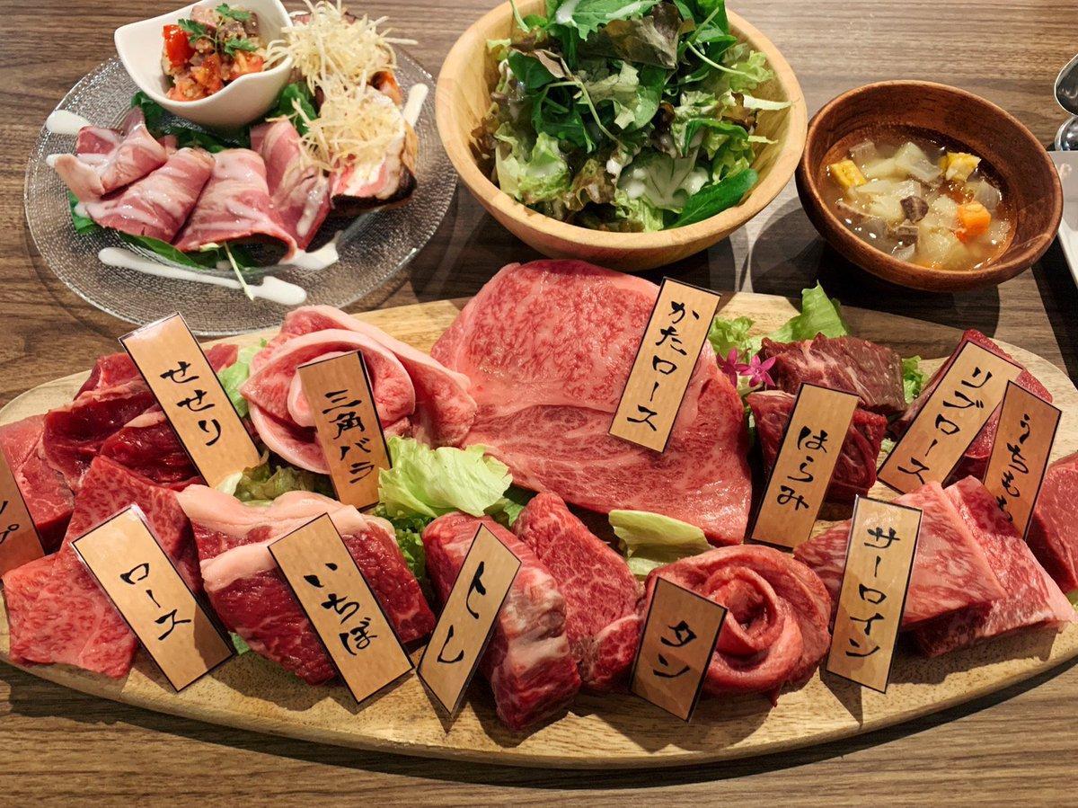 【肉バルMEAT'S】@兵庫:神戸三宮駅から徒歩3分希少部位を含む「牛一頭食べ尽くしコース」を堪能できるお店。鮮やかな肉の群れを各部位50gずつ豪快にステーキとして焼き上げてもらえて、全部位を食べ尽くした後は好きな部位も追加オーダーで食べ放題✨肉を思う存分食らいたい時にはたまらない🎶