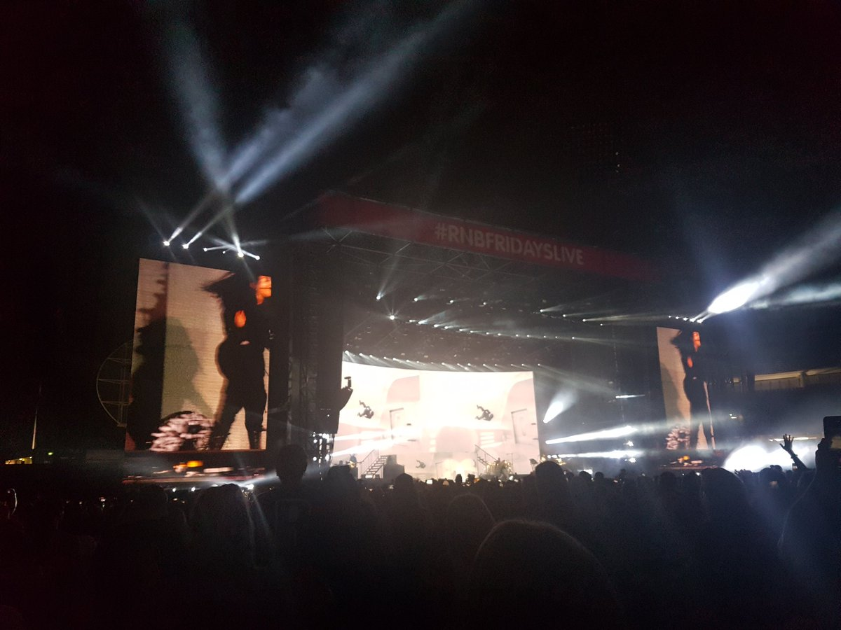 Girl you made my night!!!! great performance!!!  @JanetJackson #rnbfridayslive <br>http://pic.twitter.com/EaofHYjHz8
