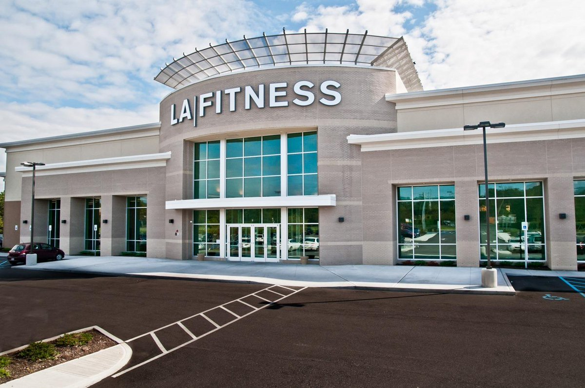 Fall back into fitness!   AAA members can use their exclusive #AAADiscounts to join @LAFitness and receive special offers.   Learn more:  💪🏻