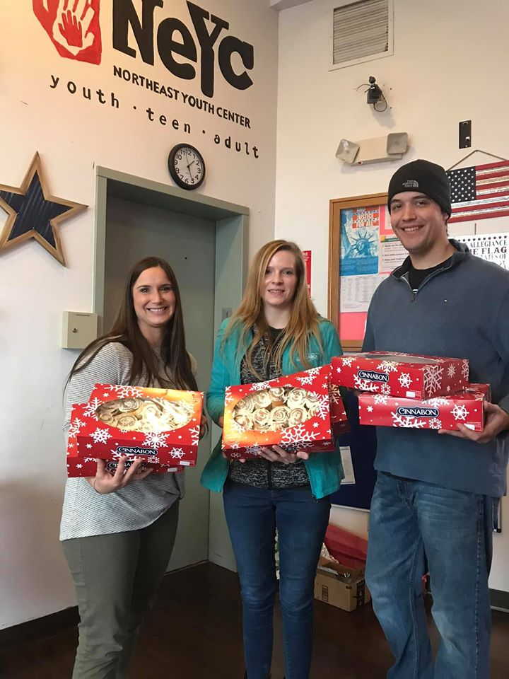 Thanks to @Cinnabon and Sharron Gibbons Loe! They delivered over 100 #Minibons to the kids at Northeast Youth Center!  #LifeNeedsFrosting <br>http://pic.twitter.com/kH7PGs6xgV