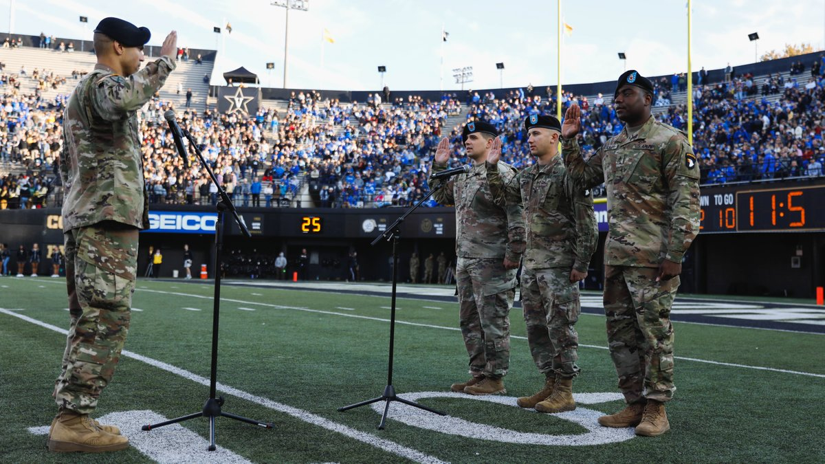 Earlier this evening, LTC Christopher Carter of Ft. Campbell administered the Oath of Reenlistment. A special moment. #AnchorDown