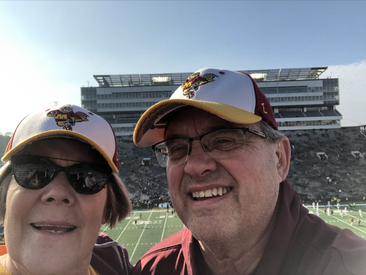 Gophers at Kinnick #RowTheBoat