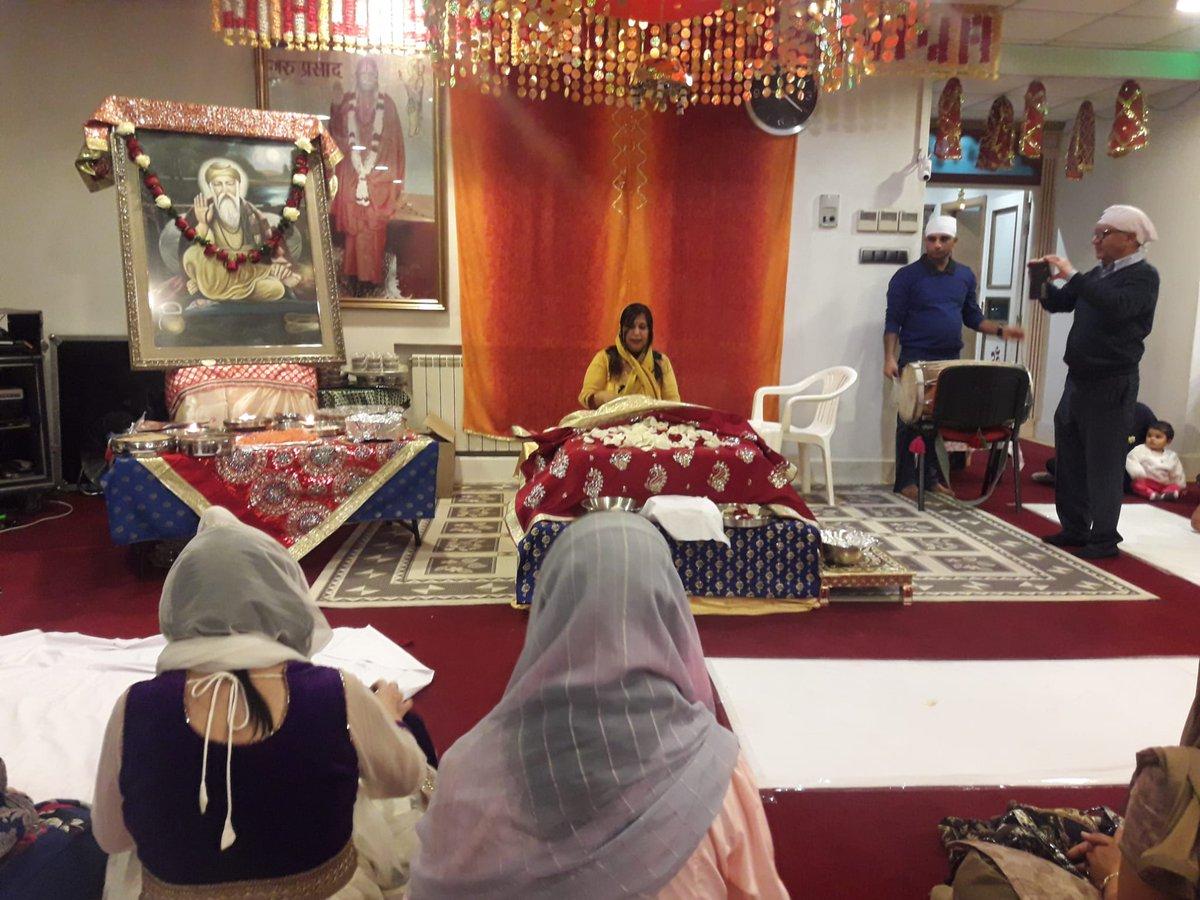 Embassy participated in the 550th Birth Anniversary of Guru Nanak Devji celebrations at Geeta Ashram by Indian Sindhi Association of Madrid on 16 November.#GuruNanak550 #550YearsOfGuruNanakDevJi @550yrsGuruNanak@IndianDiplomacy