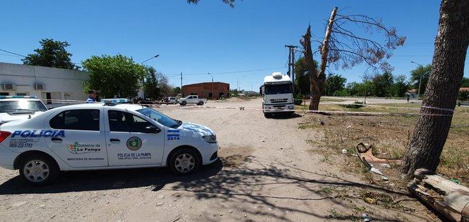 #GeneralAcha | Hallaron un hombre muerto dentro de un camión