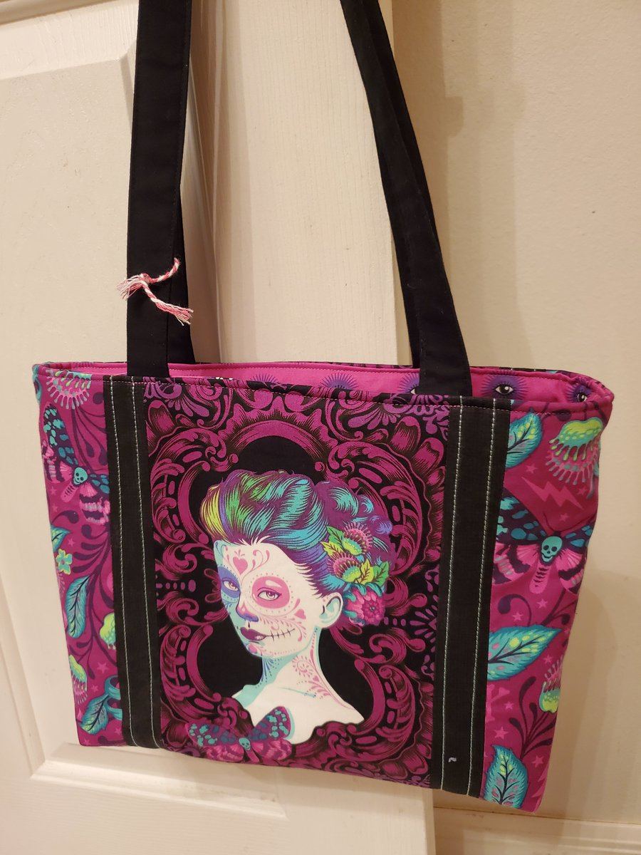 Bought this incredible  purse at a craft show today! Amazing craftsmanship! Contact her @Broberts71C - she even does custom work! SewCuteAndQuirky is amazing. <br>http://pic.twitter.com/0StfZ5ibeN